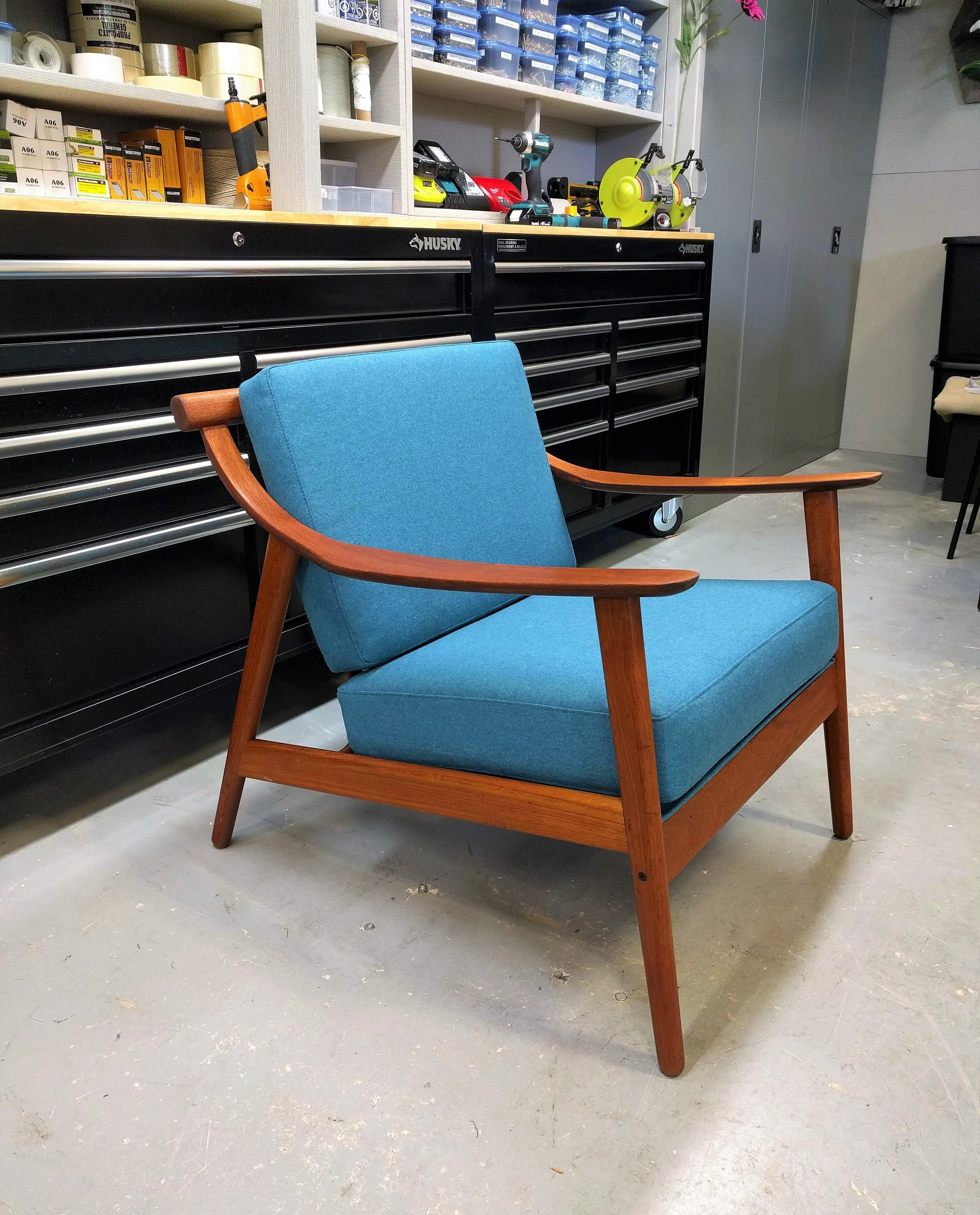 Picture of: 10 29 United Upholstery Custom Mid Century Chair Cushions Teak United Upholstery